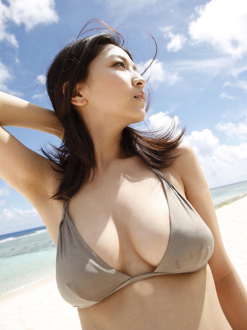 太陽の下でセクシーな平田裕香の画像♪