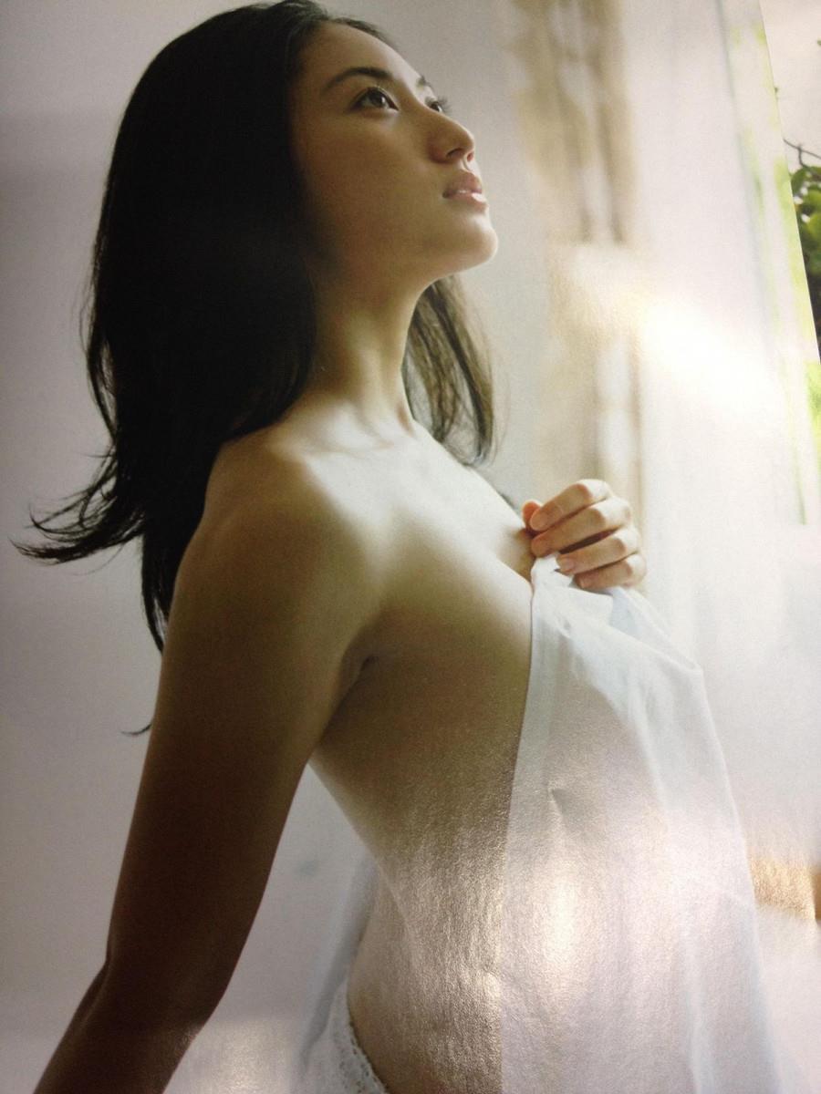 グラドル紗綾の過激エロ画像